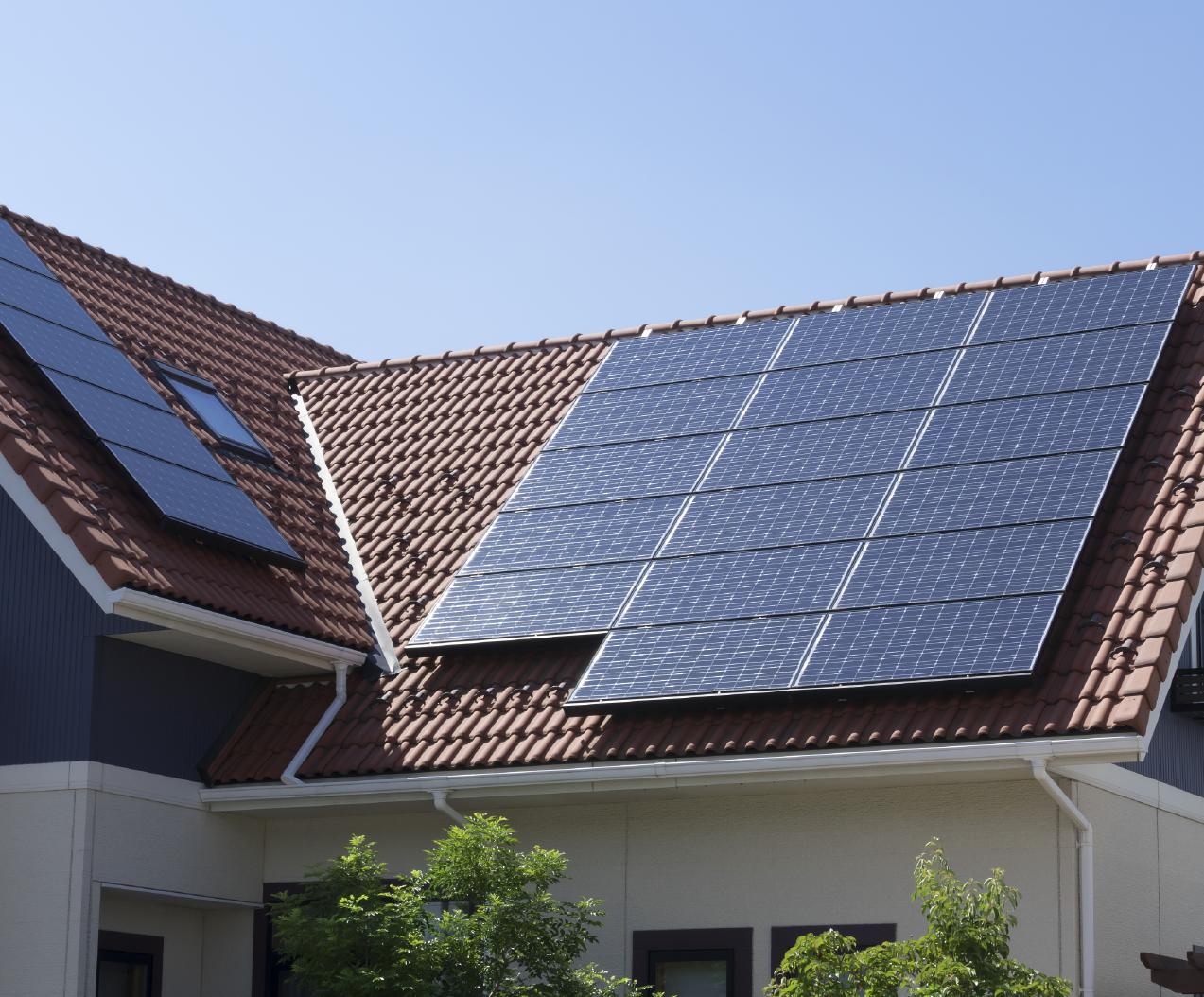 太陽光発電パネル設置の住宅